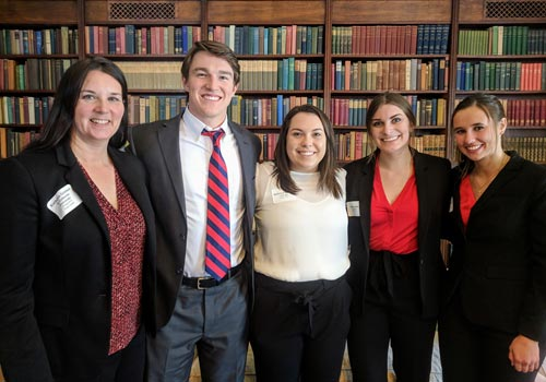Students present experiential research project findings at Mayo Clinic